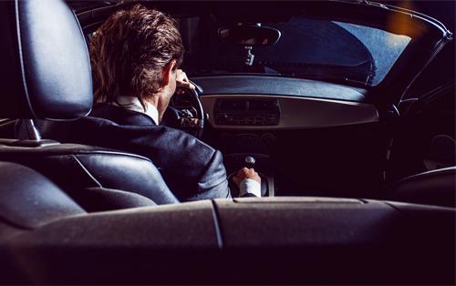 Stłuczka z kierowcą bez prawa jazdy – co zrobić?