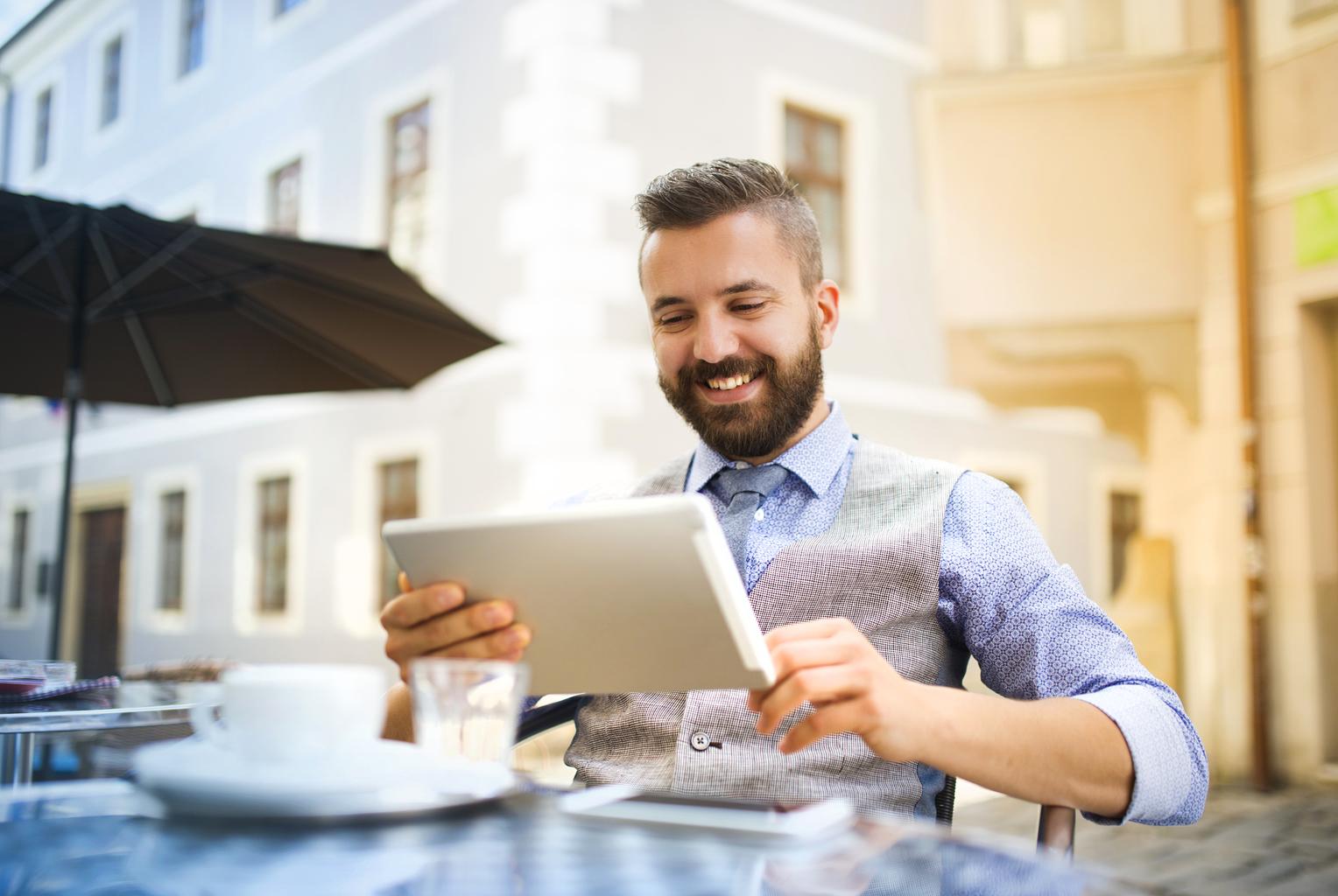 Internetowe porównywarki ubezpieczeń – jak oszczędzają czas i pieniądze?