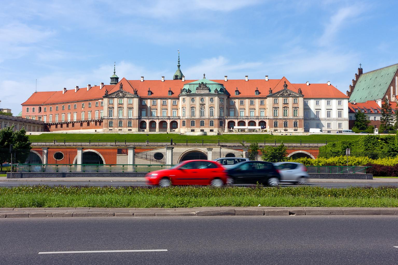 Warszawa z najmłodszymi autami. Największy przebieg mają samochody w Szczecinie<
