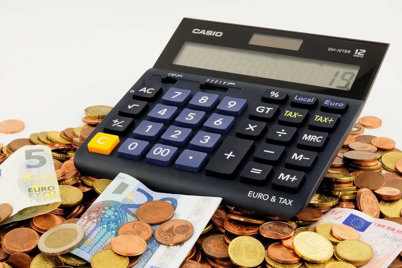 Czy Polacy lubią marnować pieniądze na produktach finansowych?